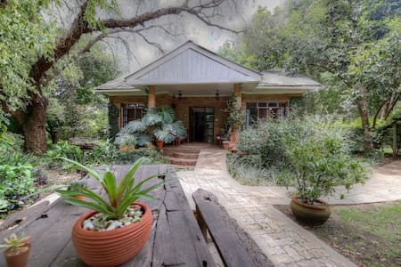 Garden Cottage on Wildlife Estate - Nyampala