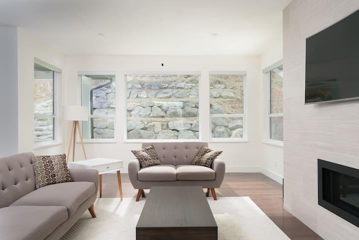 Cultus Lake New 4000 sq ft 6 bed 4 bath Show Home