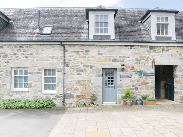 THE GRANARY, pet friendly, with a garden in Kenmore, Ref 974157