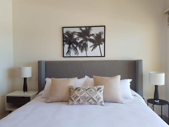 Luxury Ocean-Front 1 BedRoom Condo at Gavias Grand