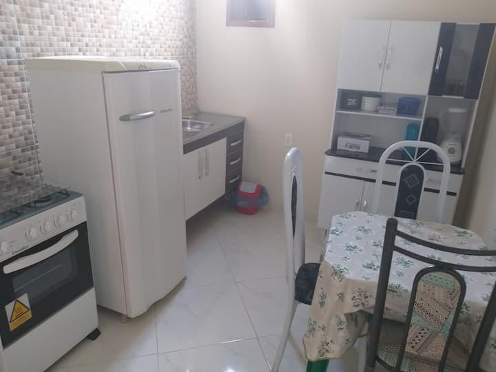 Apartamento de 01 quarto e cozinha.