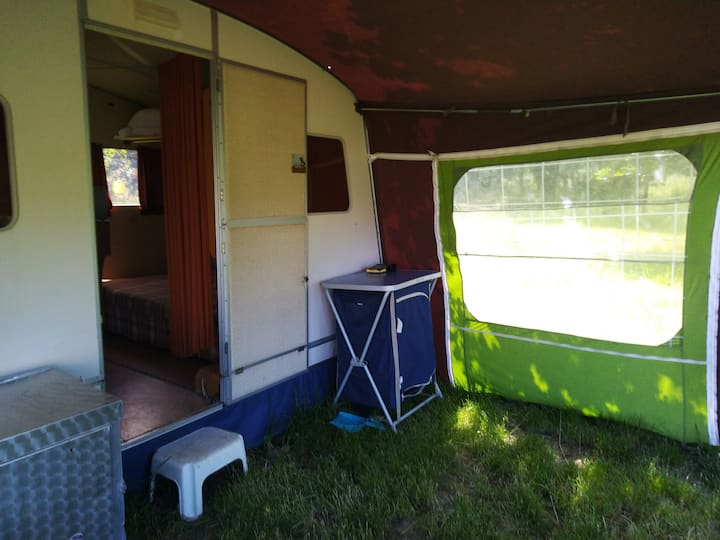 petite caravane vintage