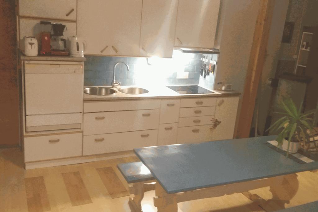 Uudistettu, hyvin varustettu keittiö