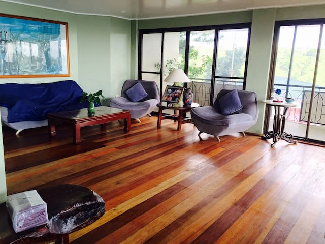 One bedroom w beautiful Taal view - Tagaytay city  - Rumah
