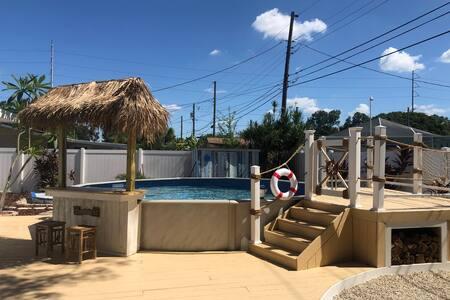 NEW 3 BR/2 BR beach style heated pool 6 min beach