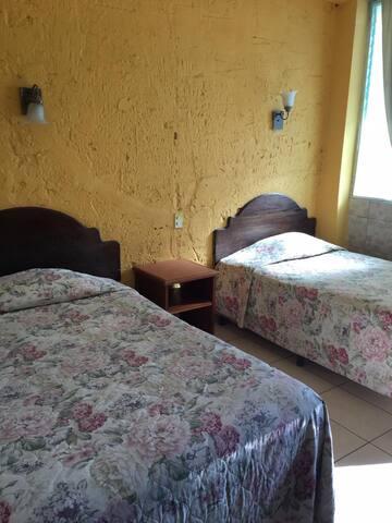 Twin bed, Hotel Mirador del Lago