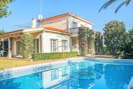 Preciosa villa con piscina privada en Comarruga - エル・ヴェンドレル