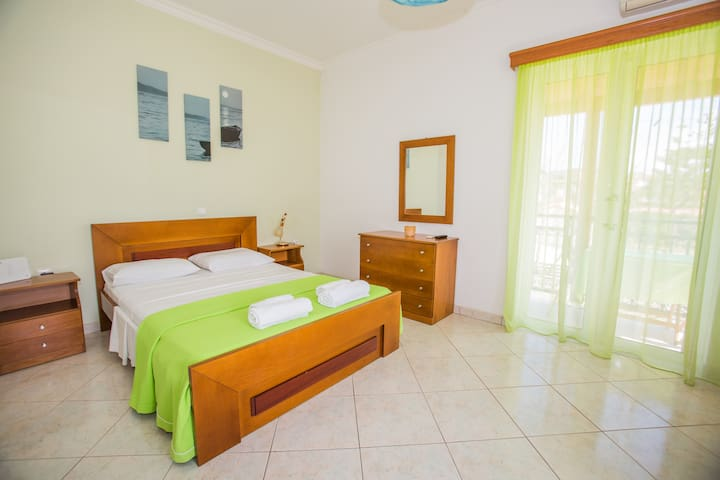 Entire luxury fully equipped studio-up to 3 people