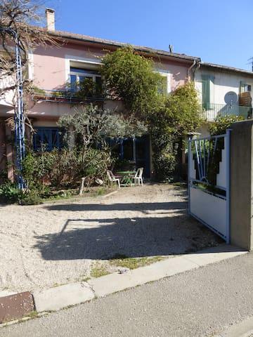 Studio calme en rez-de-jardin - Cavaillon