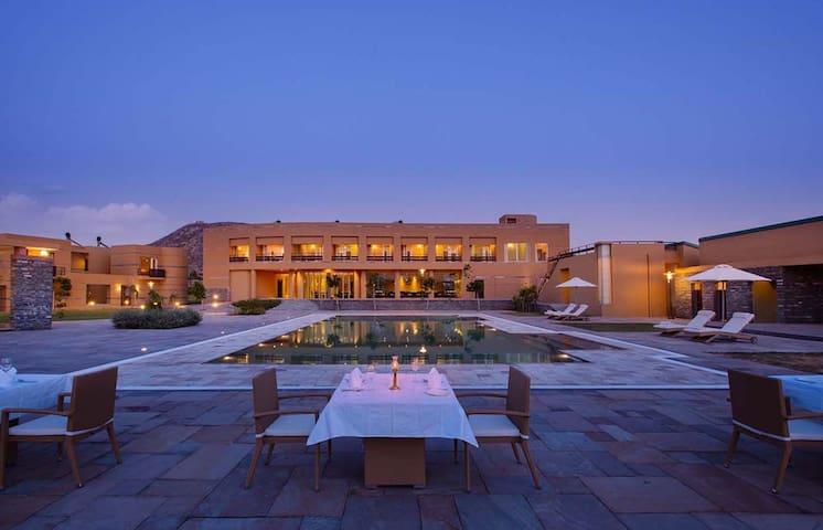 Dera Masuda-pool view room - Pushkar - Boutique-hotel