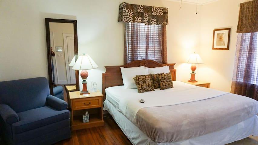Putnam Lodge - #14 The Alice Suite