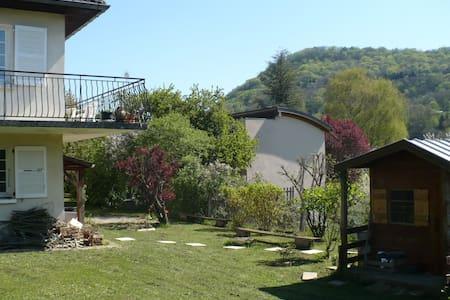 Chambre et Salle de Bain privative avec Jardin - Arbois - Huis