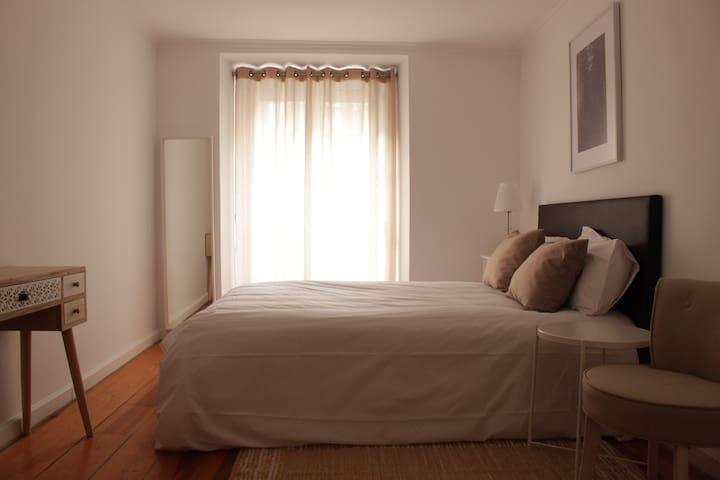 Cozy bedroom near Intendente Square (2)