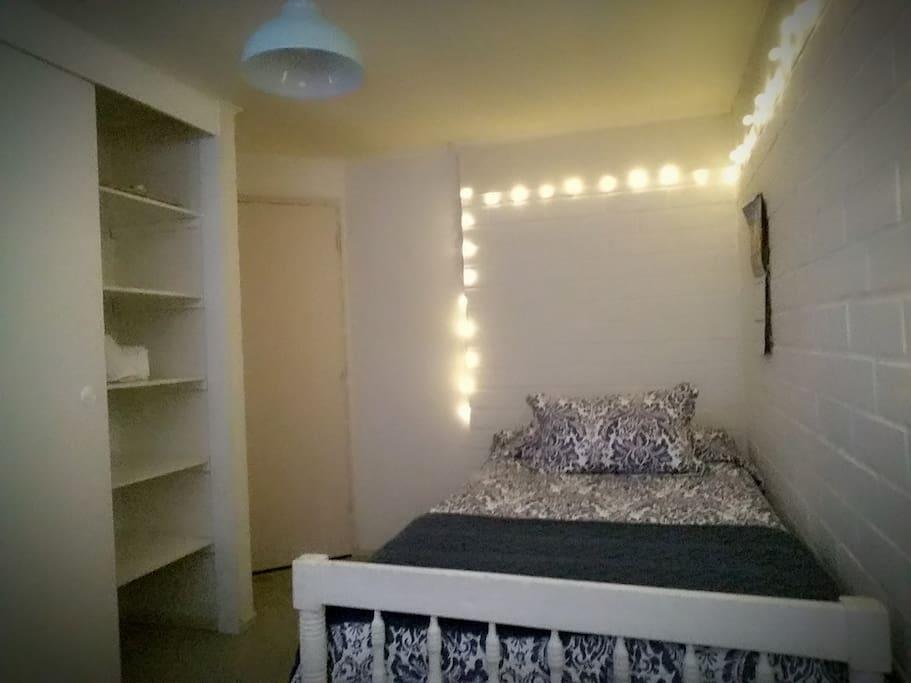 C modo dormitorio individual en casa de una planta casas for Dormitorios comodos