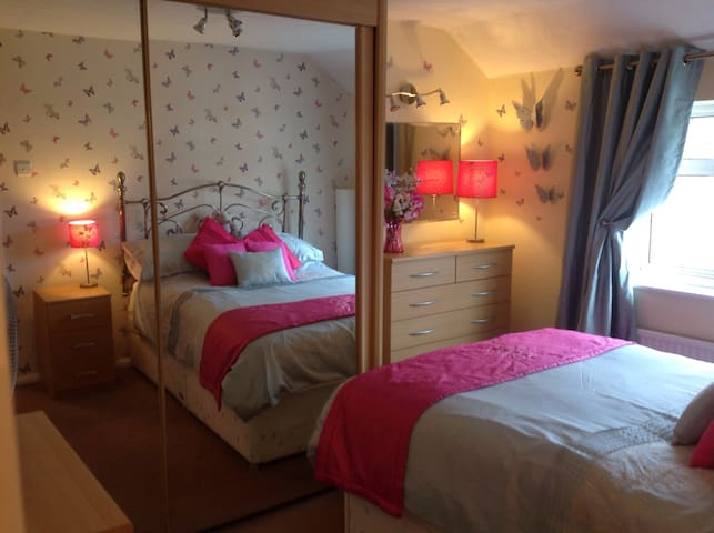LOVELY DOUBLE ROOM WITH PARKING - Hayes