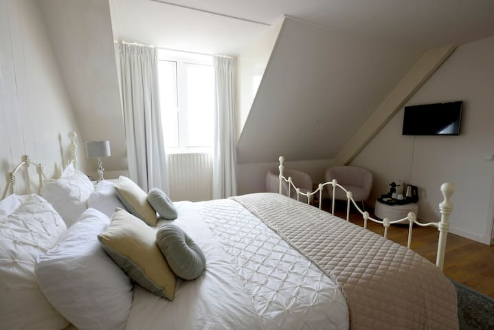 Romantic private B&B room in Lisse, Keukenhof