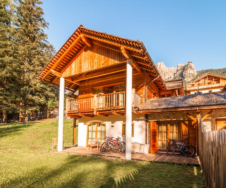 Romantico Chalet 85 in Alta Badia piano giardino