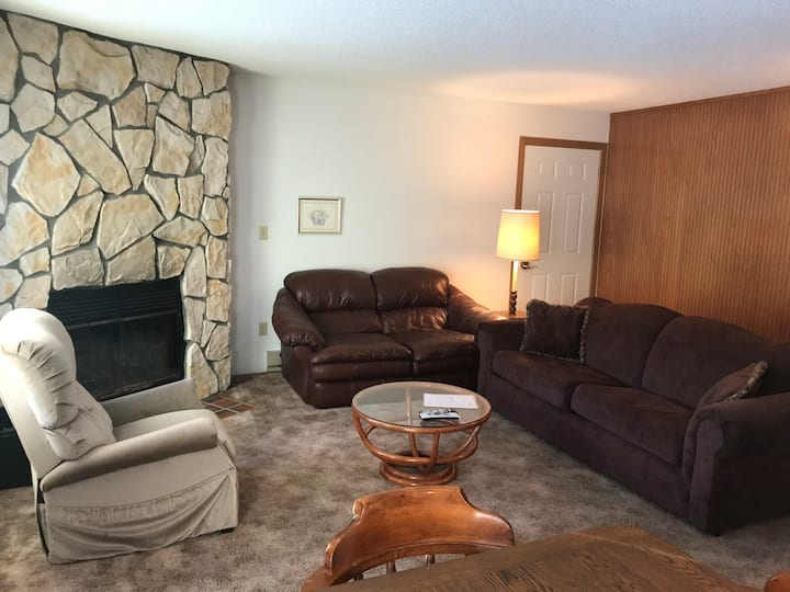 Clean & Comfortable Condo - Walk to Indianhead