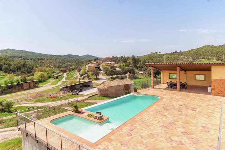 Pretty Mansion in Castellnou de Bages near Forest