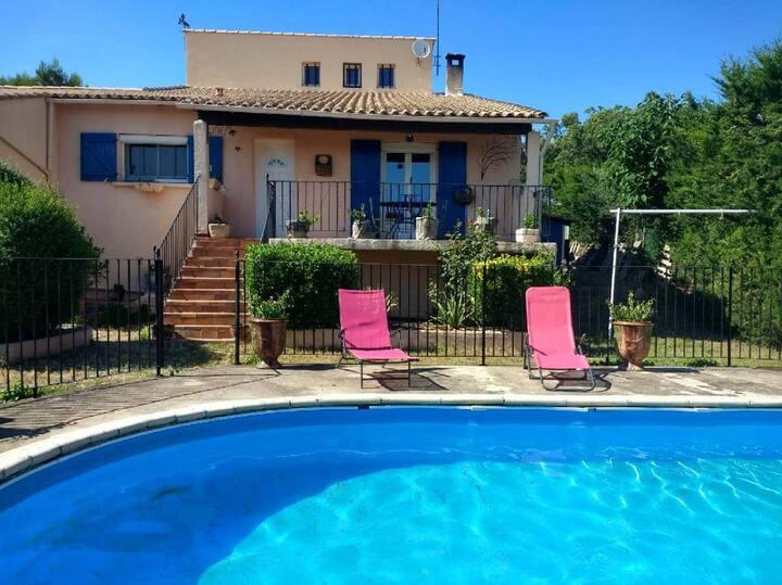 Villa avec piscine entre Nîmes et le Pont du Gard.