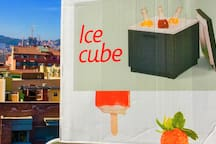 BIG ICE CUBE FOR THE SUMMER ON THE TERRACE: YOU CAN MOVE IT WHERE YOU PREFER