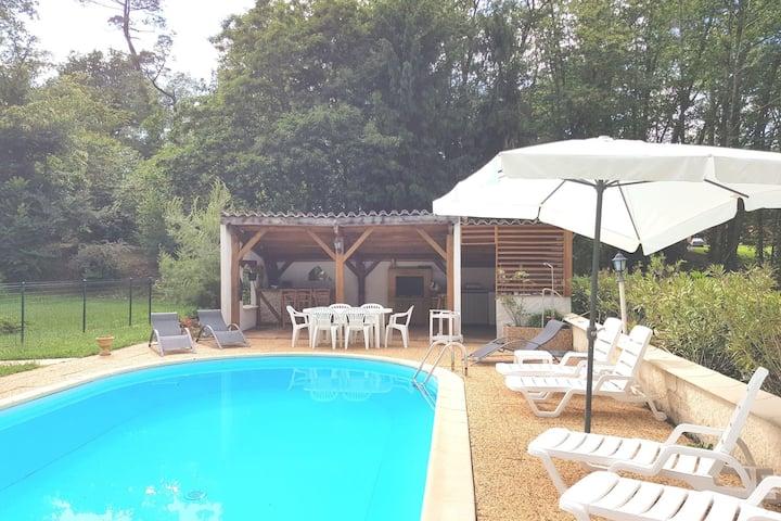Maison de vacances moderne à Belvès avec piscine