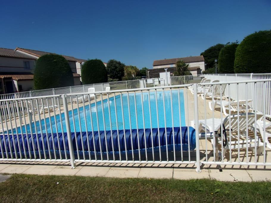 Superbe t2 avec piscine 800m de la mer condominiums for Piscine de pornic