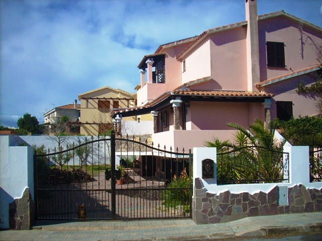Small villa 300 mt from beatyfull beach