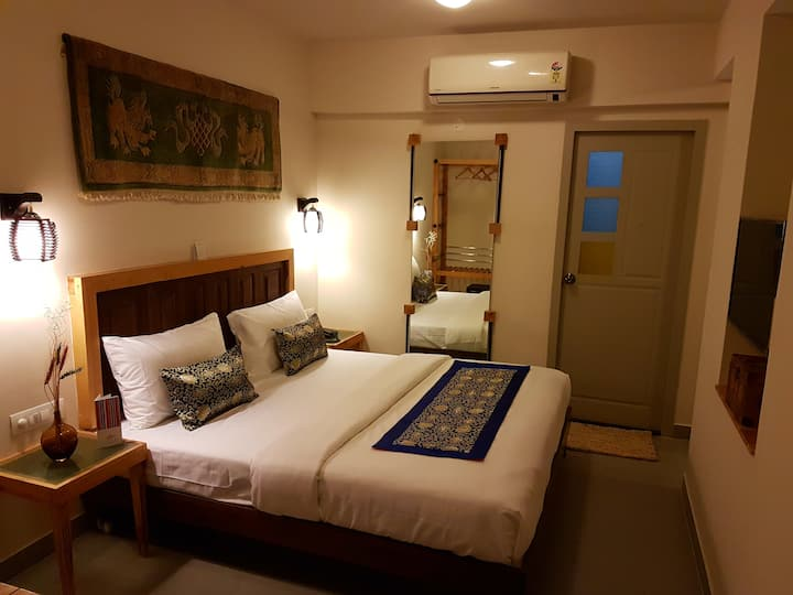 Charming Himalayan Room-Near MG Road/City Center
