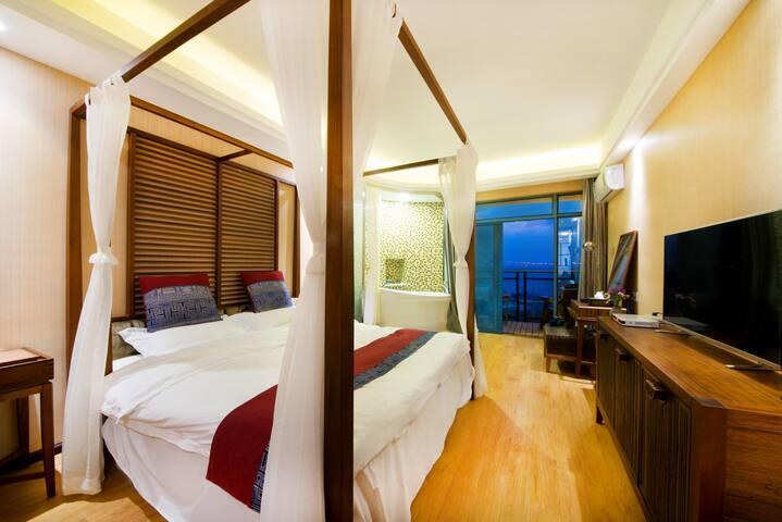 直面苍山洱海一线海景带浴缸豪华大床房(大阳台、大房间)