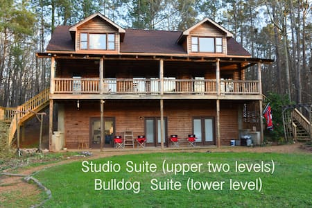 Oak Ridge Studio, Bulldog Suite - Full Apartment