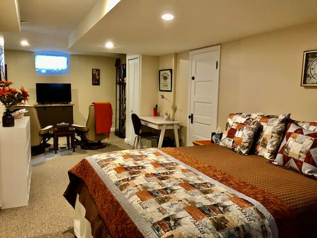 Cozy Studio Suite Near Minneapolis Airport