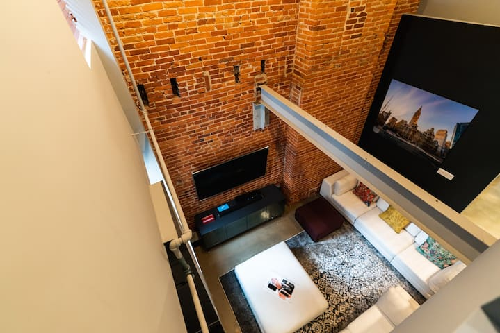 Top Floor Lofted Penthouse in Rittenhouse+Rooftop!