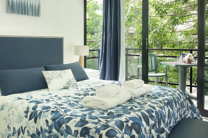 Cómoda habitación con acceso a balcón y baño