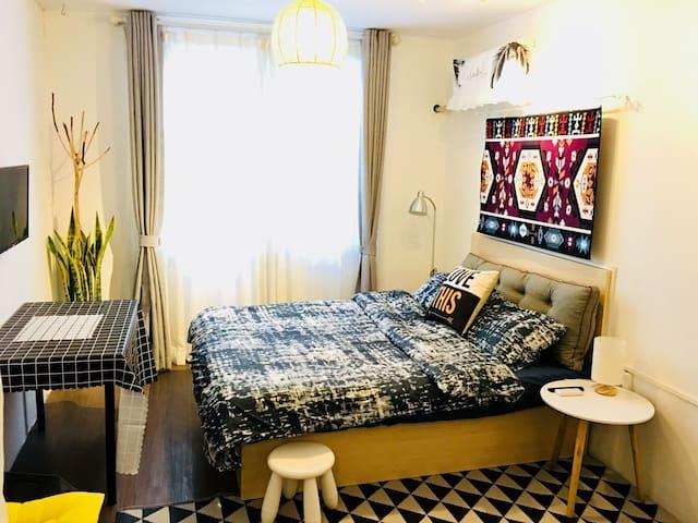 北欧风独立公寓大床房13