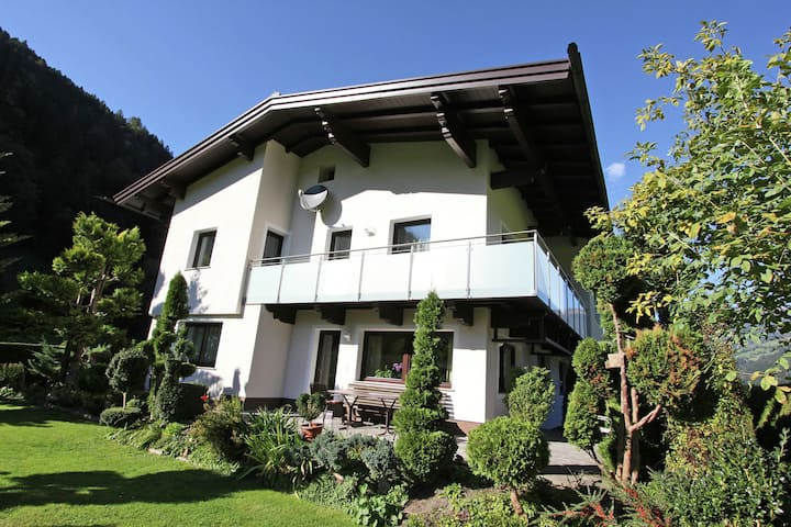 Cozy Apartment in Aschau im Zillertal near Ski Lift