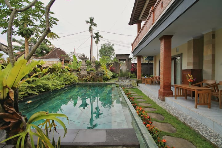 Cozy Room Gusti Taman House w/Swimming pool