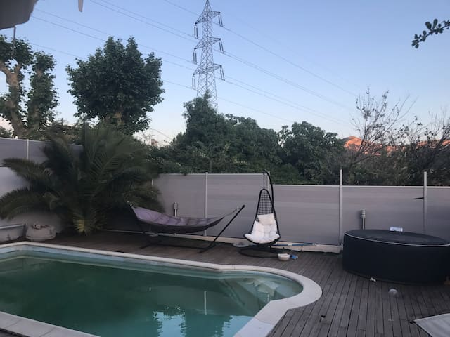 Villa moderne avec piscine à la Valentine