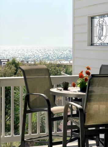 Luxury Living Savannah: Oceanfront Oasis with Pool