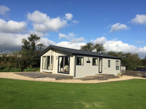 Cosy lodge in a beautiful setting, North Cornwall