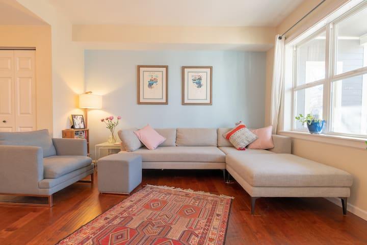 Modern Furnished Apartment w/Garage