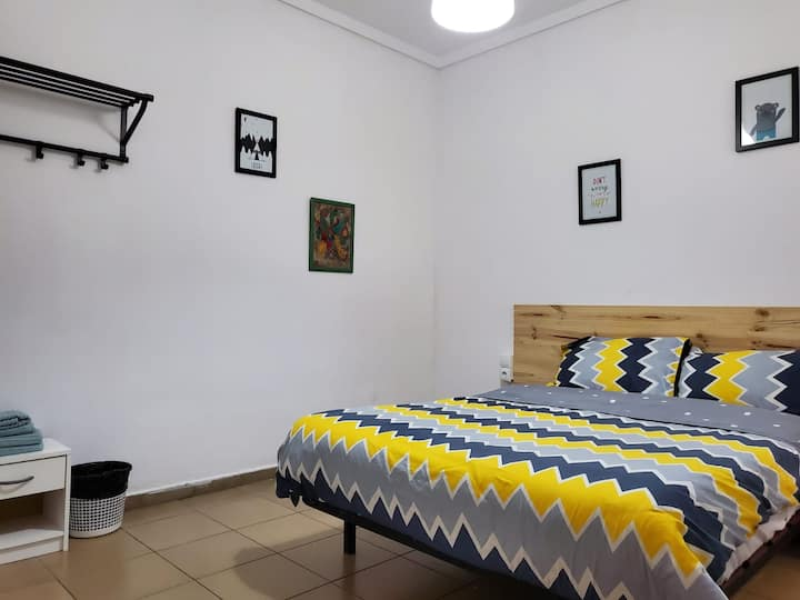 D.Room 3 min from the beach. HAPPYALICANTE.COM