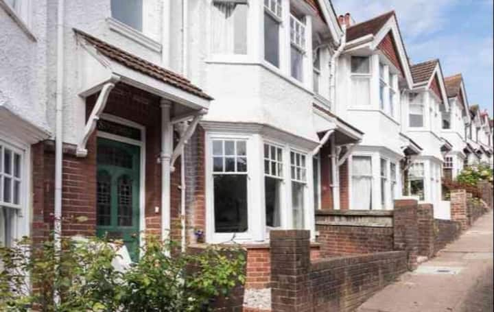 lewes centre  sole occupancy 5  mins from station,