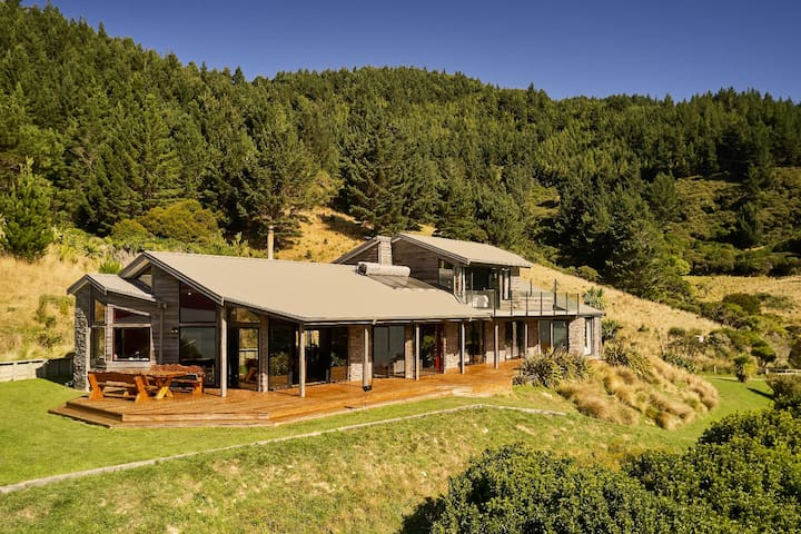OYSTER BAY Waterfront Retreat @ Marlborough Sounds