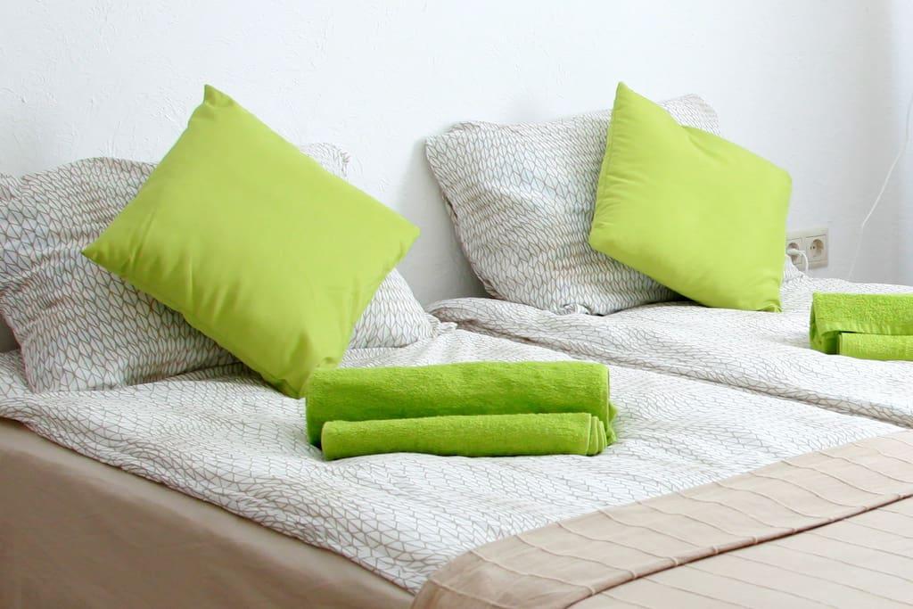 Для Вашего комфортного отдыха и проживания предлагаются кровати-боксы, 90 х 200 см, с удобными ортопедическими матрасами средней жесткости.