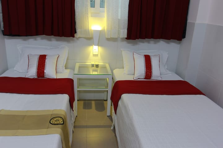 Low budget-private twin rooms@Bui Vien st, Dist 1
