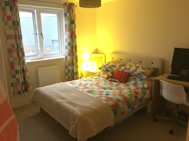 Ensuite double by Rugby station - Rugby - Flat