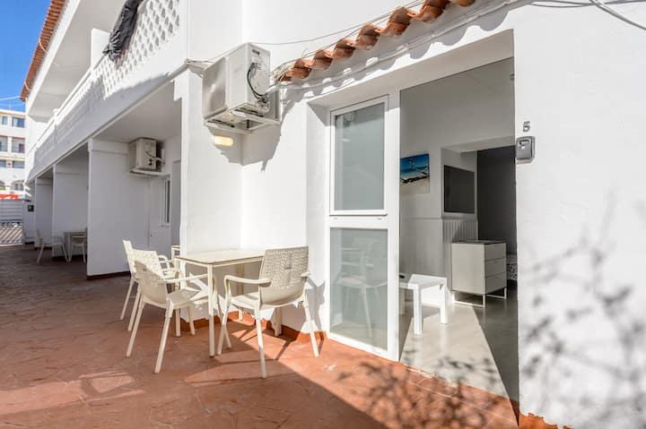Coqueto apartamento en maravilloso complejo vacacional con Wi-Fi y terraza