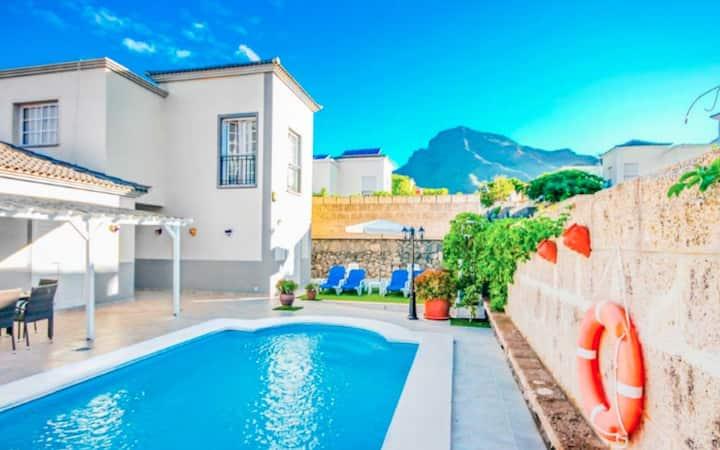 Luxury Villa Fernanda-Heated Pool | Garden | Wifi