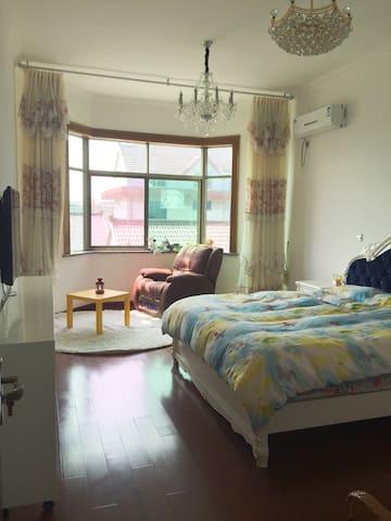 远离城市喧嚣 闵行郊区 大浦江自住洋房 - Shanghai - House